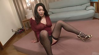 Sex-appeal bitch from Japan Rei Kitajima is having threesome with kinky clients